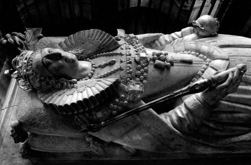 tomb of Elizabeth