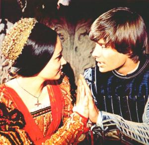romeo and juliet kissing hands
